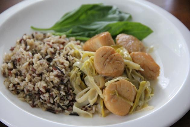Scallops & Leeks served alongside steamed mixed grains