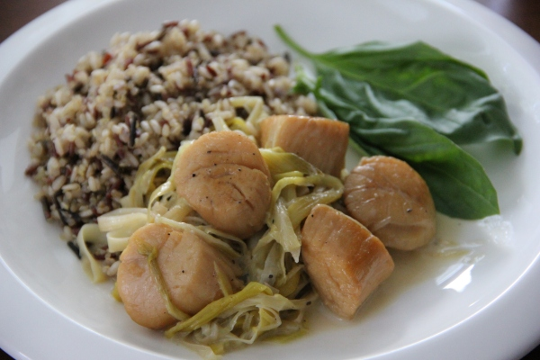 Scallops & Leeks served alongside steamed mixed grains