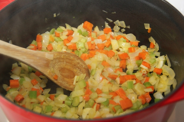 Vegetables are sufficiently softened. Ready for the flour