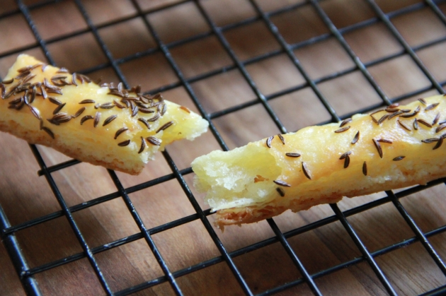 Cheese Sticks With Caraway Seed: flaky, crunchy and delicate