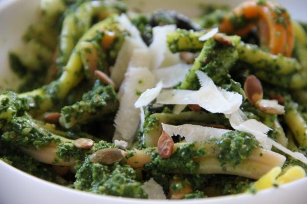 Spinach & Pumpkin Seed Pesto Pasta Bowl all mixed