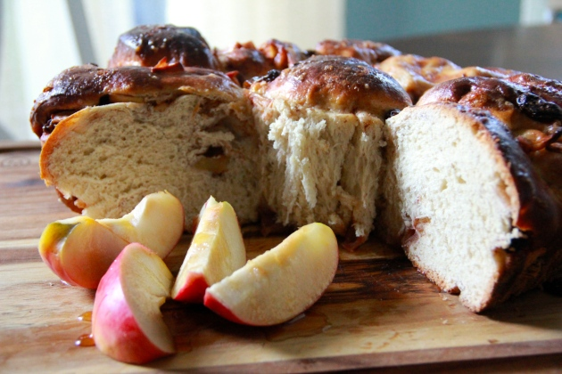 Apple Challah With Raisins